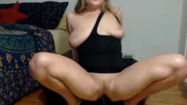 LIZ: Exuberantly Squirting As I Toy My Pussy